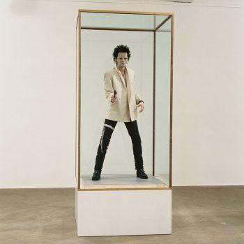 Gavin-Turk-Show-to-open-at-Newport-Street-Gallery-London